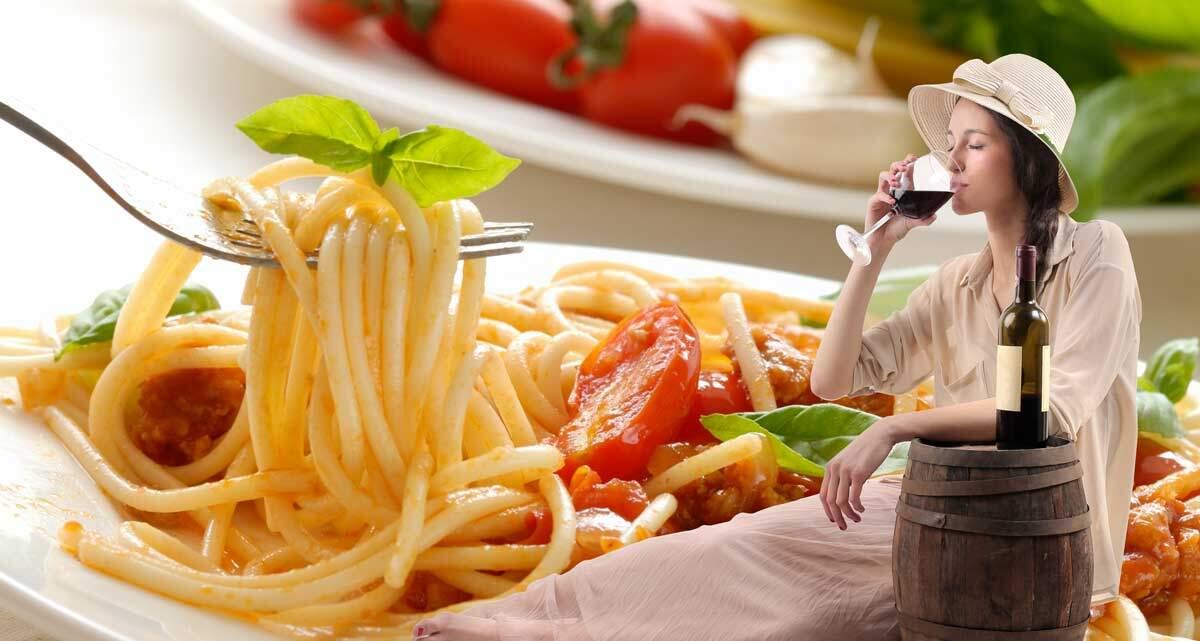 Tra caffè e sfogliatella, pizza, ragù o spaghetto, babà e limoncello... ecco cosa mangiare a Napoli in un giorno, città dove di sicuro non morirete mai di fame